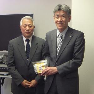 田老町漁業協同組合長:小林氏(写真:左)と弊社東京支店長:三井